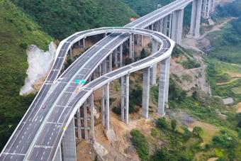 Értelmetlennek tűnő szakasz került egy kínai autópályára, de van benne ráció