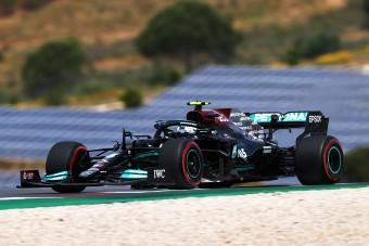 F1: Bottas beleköpött Hamilton levesébe