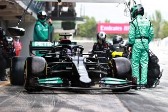 F1: Hamilton nyerte a taktikai háborút Verstappen ellen