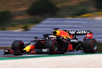 F1: Verstappen az élen az időmérő előtt, megvillantak Alonsóék