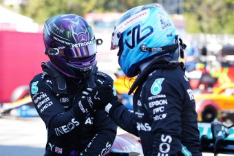 F1: Bottas csöpögősen búcsúzkodik Hamiltontól