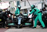 F1: Csapatát okolja a lebőgésért Hamilton 3