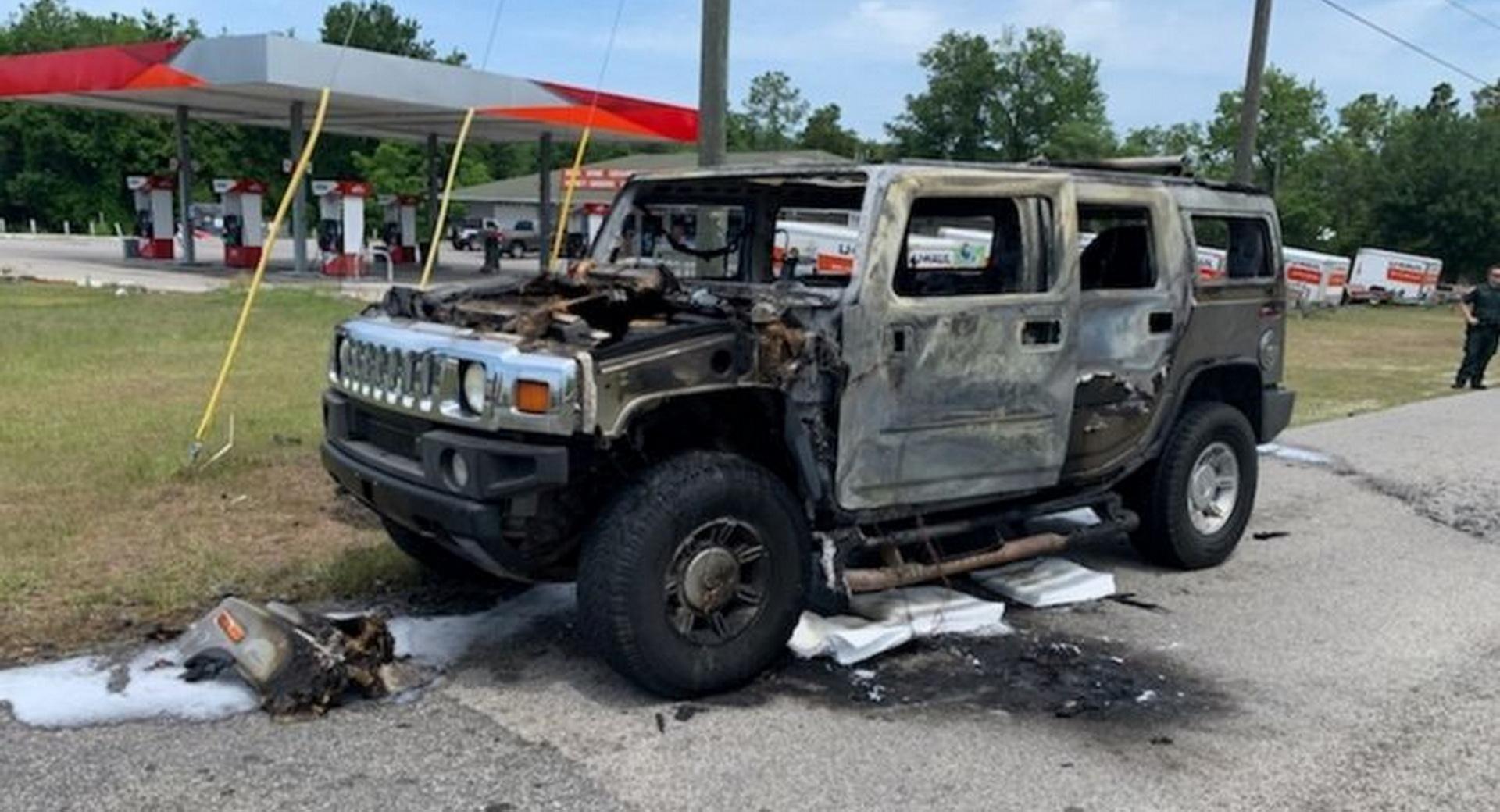 Kiégett egy benzingyűjtő autója Floridában 2