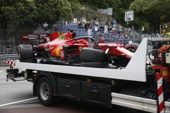 F1: Leclerc autót tört, de övé a pole Monacóban