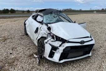 Ez a kemény zakó mutatja, hogy a Toyota mérges törpéje nem veszélytelen játékszer