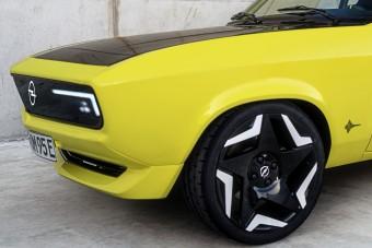 Gyári átalakítás: villanymotort szereltek az Opel Mantába