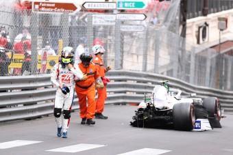 F1: Csúnya balesetet szenvedett Schumacher Monacóban