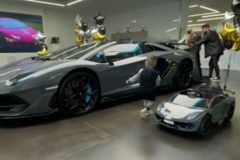Két Lamborghinit vett kétéves kisfiának egy orosz rapper