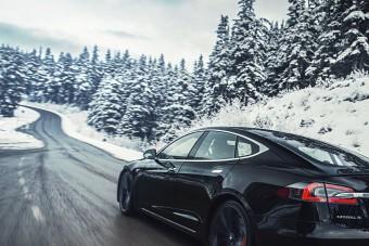 Milliós kártérítést fizet ügyfeleinek a Tesla