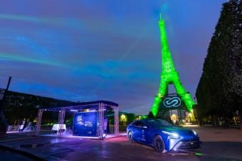 Különleges módon világították ki az Eiffel-tornyot