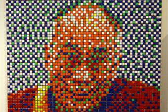 Több száz millió forintért kelhet el a dalai láma Rubik-kockákból kirakott képe