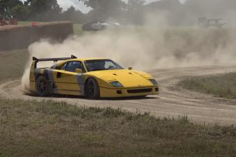 Ferrari F40-nel ilyen körülmények között ritkán csapatnak