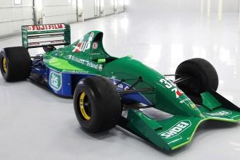 Eladó Schumacher első Forma-1-es autója