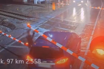 Több autós kerül halálközeli helyzetbe a vasúti átjárókban, mint hinnénk