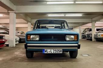 Ez a kék kocka-Lada komoly áron kelleti magát a német használtautó-piacon