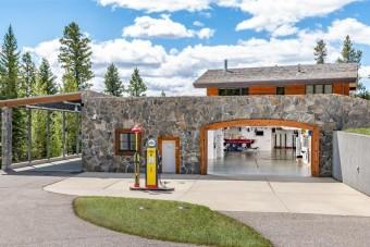 A benzinvérűek álomotthonához még töltőállomás is jár