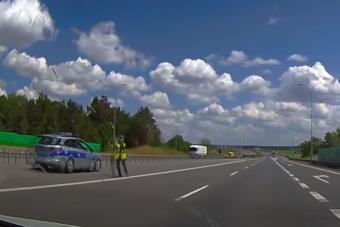 Hajmeresztő rendőri ellenőrzés a lengyel autóúton