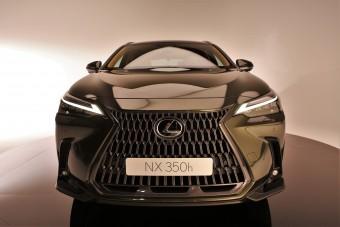 Modernebb és hibridebb - Ültünk az új Lexus NX-ben!