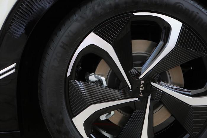 Nos sentamos en un auto eléctrico Kia 3 con 585 caballos de fuerza.