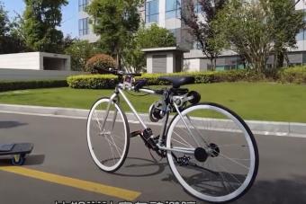 Több mint félelmetes ez a szellemként magától közlekedő kerékpár