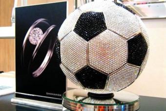 9260 gyémánt borítja a világ legdrágább focilabdáját