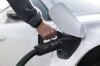 Új töltővel segítene a villanyautósokon az Audi