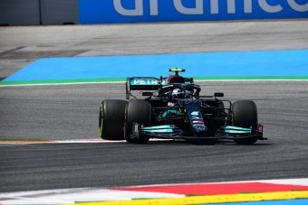 F1: Óriási hiba Bottastól, életveszélyt okozott a bokszutcában