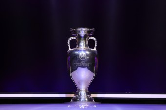 Ennyit ér a foci-Eb híres trófeája