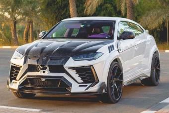 A lila beltérrel vadított Lamborghini Urusról nem a visszafogottság jut eszünkbe