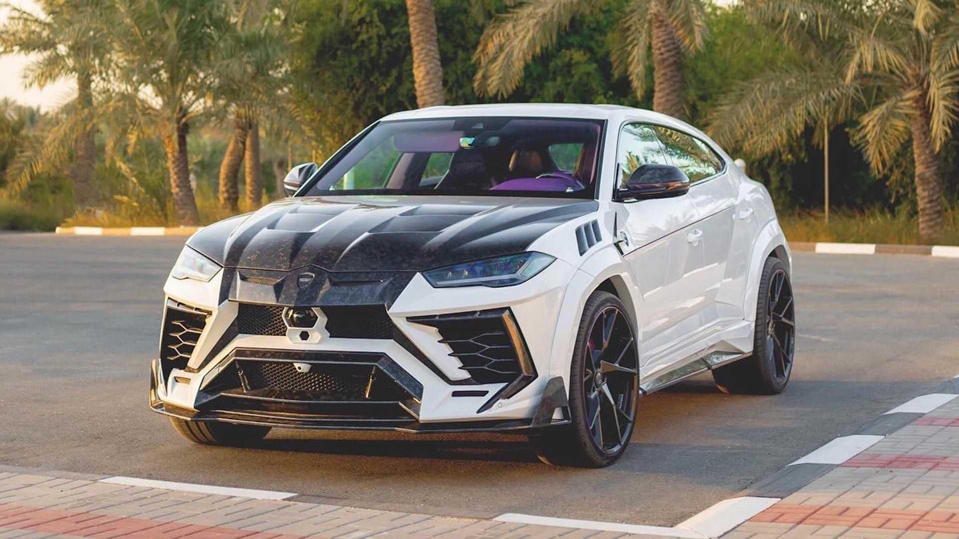 A lila beltérrel vadított Lamborghini Urusról nem a visszafogottság jut eszünkbe 4