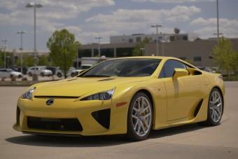 Bűn eltenni, vagy zseniális befektetés a Lexus LFA? Itt a válasz!