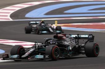 F1: A Mercedes mumusával is elbánt Hamilton