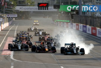F1: Hamilton hibája után átépítik a Mercedest