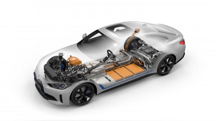 Megérkezett a BMW elektromos kupélimuzinja 3