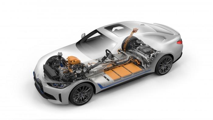 Megérkezett a BMW elektromos kupélimuzinja 2