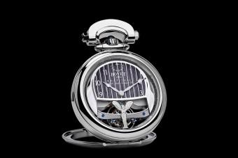 Órát is készítettek a világ legdrágább új autójához