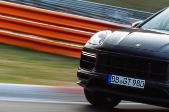 A Porsche Cayenne a leggyorsabb szabadidőjármű