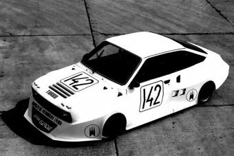 Ez a Škoda volt a keleti blokk egyik legvadabb farmotoros kísérlete