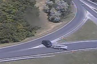 Utánfutóval forgolódott az M7-es felhajtóján, aztán elindult a forgalommal szemben