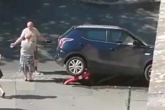Nem tudni, hogyan sikerült, de valaki ráparkolt egy tűzcsapra Budapesten
