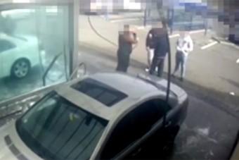 Verekedés volt egy pécsi autómosóban, videó is készült róla