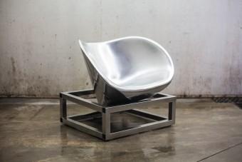 Autóalkatrészből készítettek modern széket