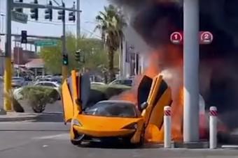 Semmi nem maradt a McLaren 570S hátuljából, miután kigyulladt