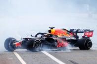 F1: Verstappen válaszokat vár a bukás miatt 1