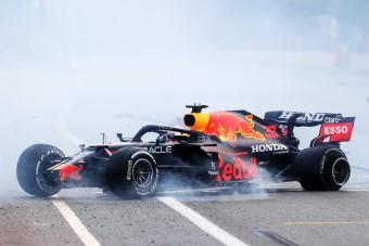 F1: Dráma Bakuban, az éllovasok nulláztak, Perez nyert