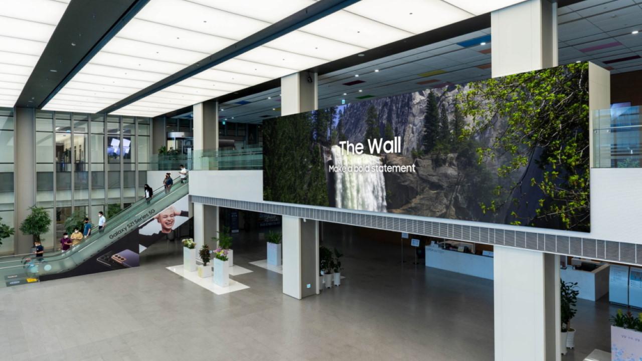 Kolosszális 1000 col méretű tévét mutatott be a Samsung 2