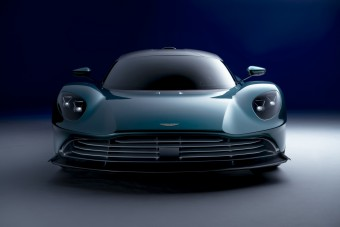 950 lóerős brutális sportautót mutatott be az Aston Martin