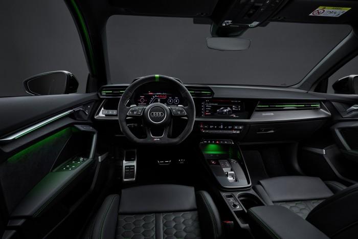 Öthengeres motor és drift mód. Itt az új Audi RS 3! 4