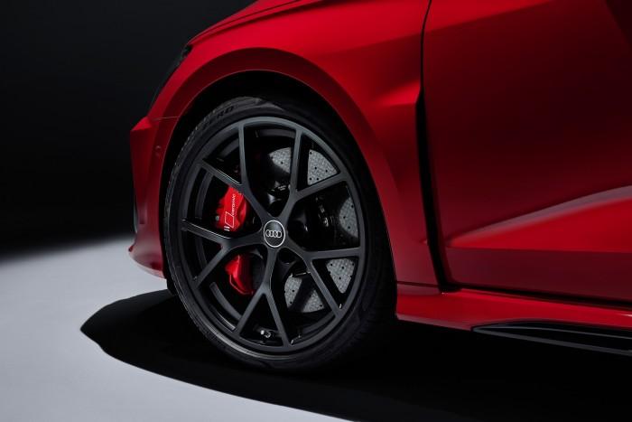 Öthengeres motor és drift mód. Itt az új Audi RS 3! 2
