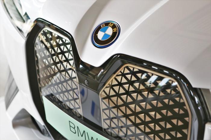 En casa, un BMW completamente diferente.  ¡Mostramos el precio!  6